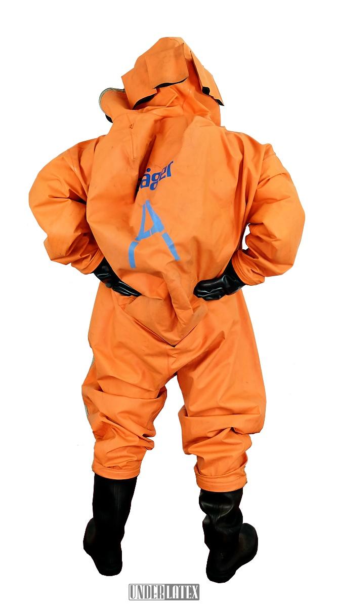 Dräger CSA Schutzanzug Modell FPM Orange komplett angezogen von hinten gesehen