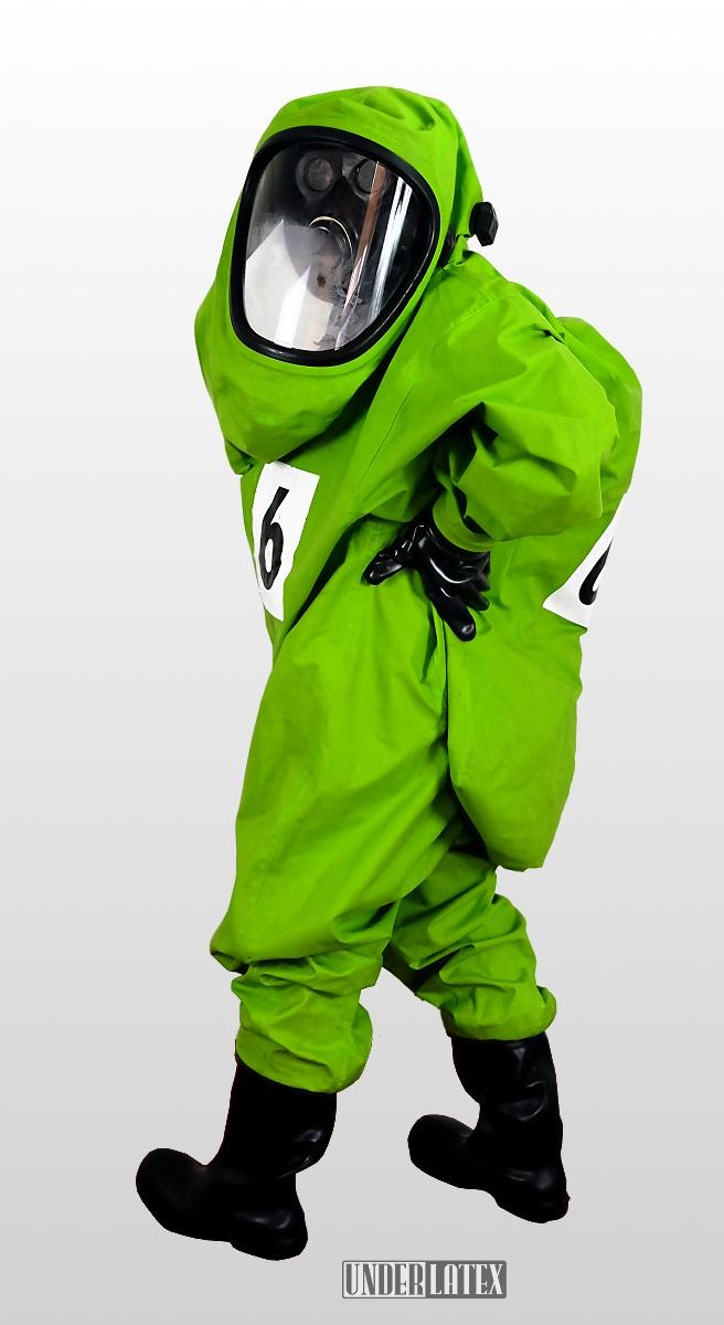 Auer CSA Schutzanzug Vautex SL grün angezogen mit Gasmaske PBF in schwarz