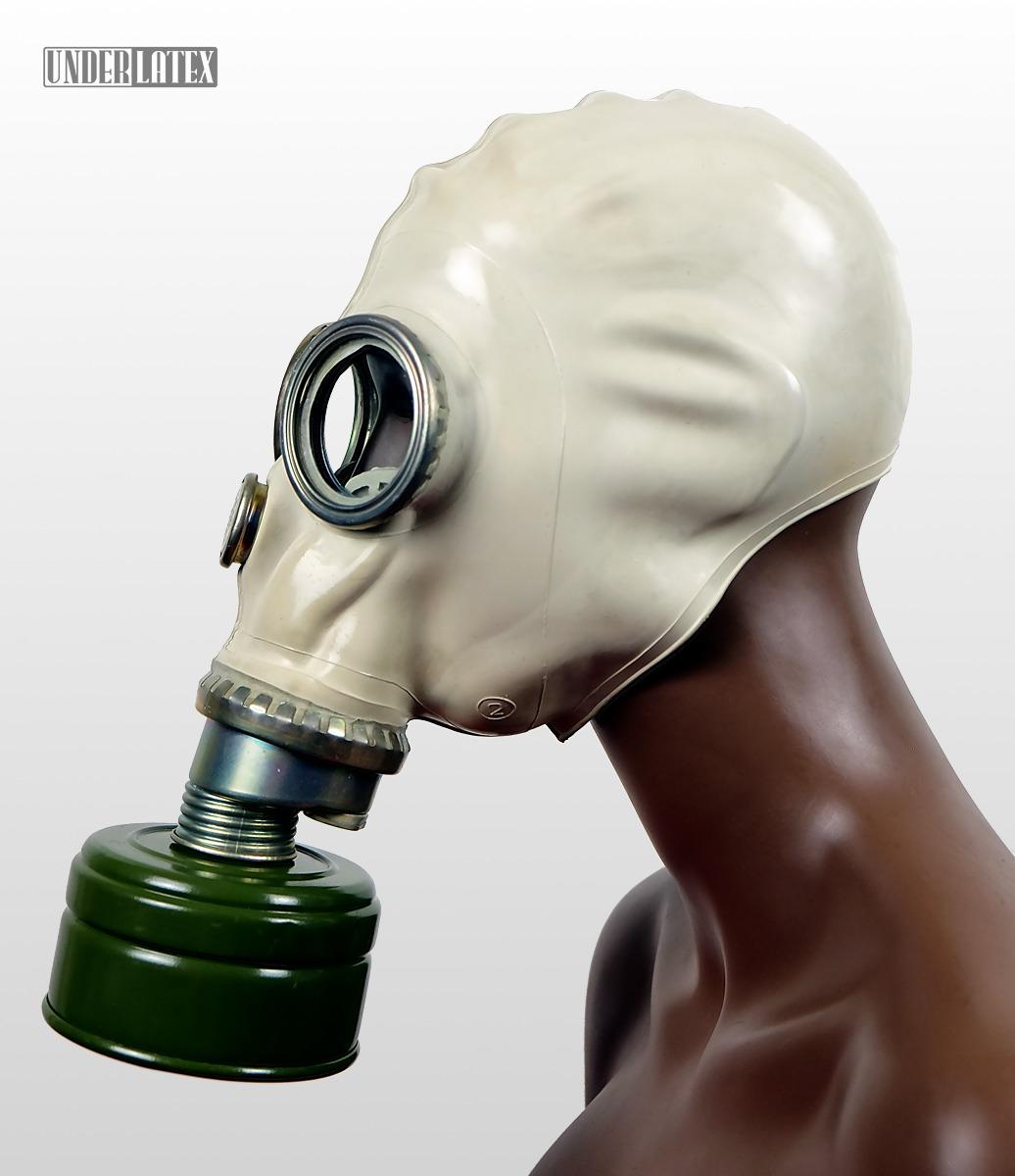 Polnische Gasmaske des Zivilschutzes MUA in grau mit eloxiertem Atemanschluß mit Faltenschlauch aus schwarzem Gummi