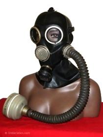 aktuelle Russische Gasmaske GP-7 Gummi schwarz mit Faltenschlauch aus Gummi