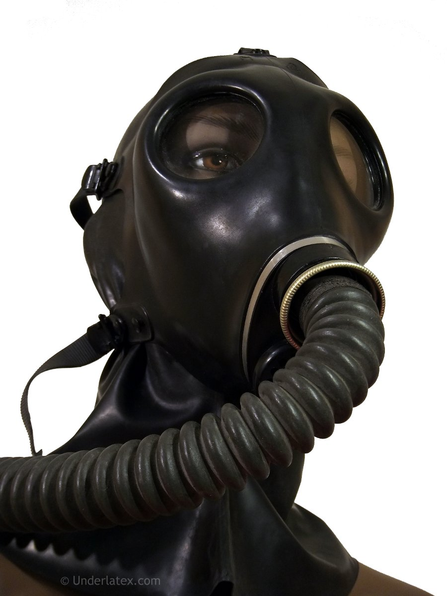 Israelische Gasmaske Nr.4 mit Faltenschlauch von vorn