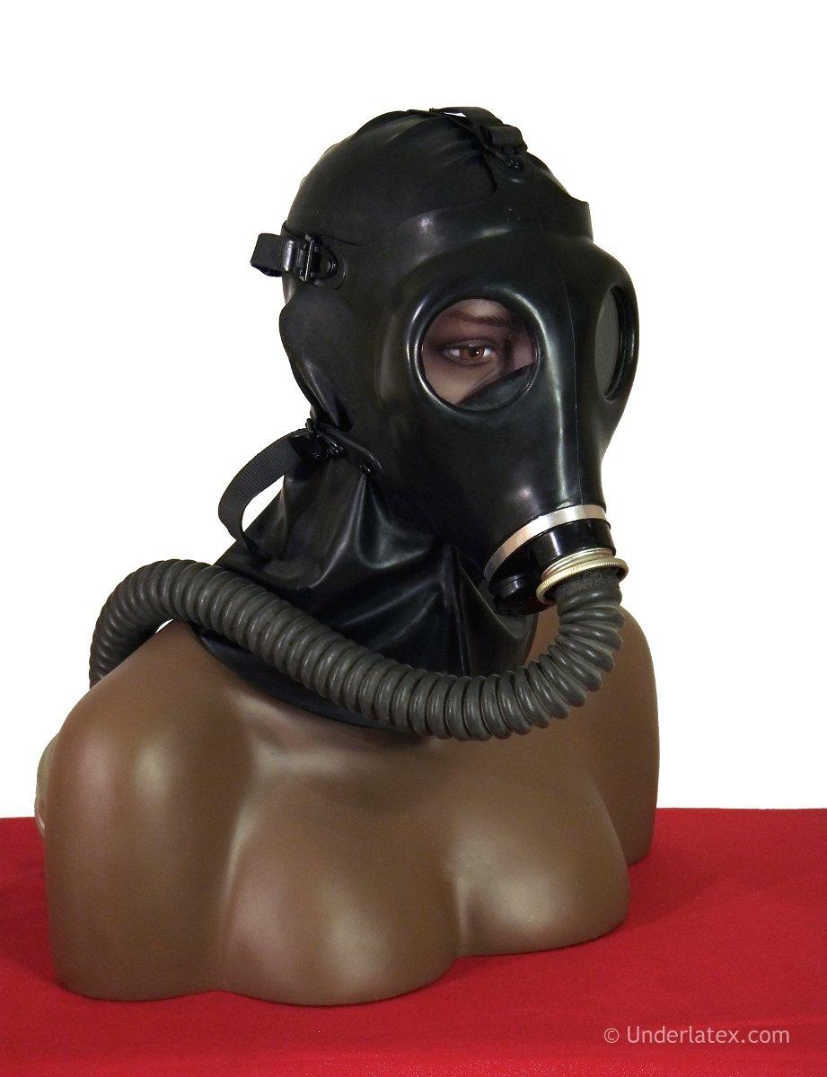Israelische Gasmaske Nr.4 mit Faltenschlauch von der Seite gesehen